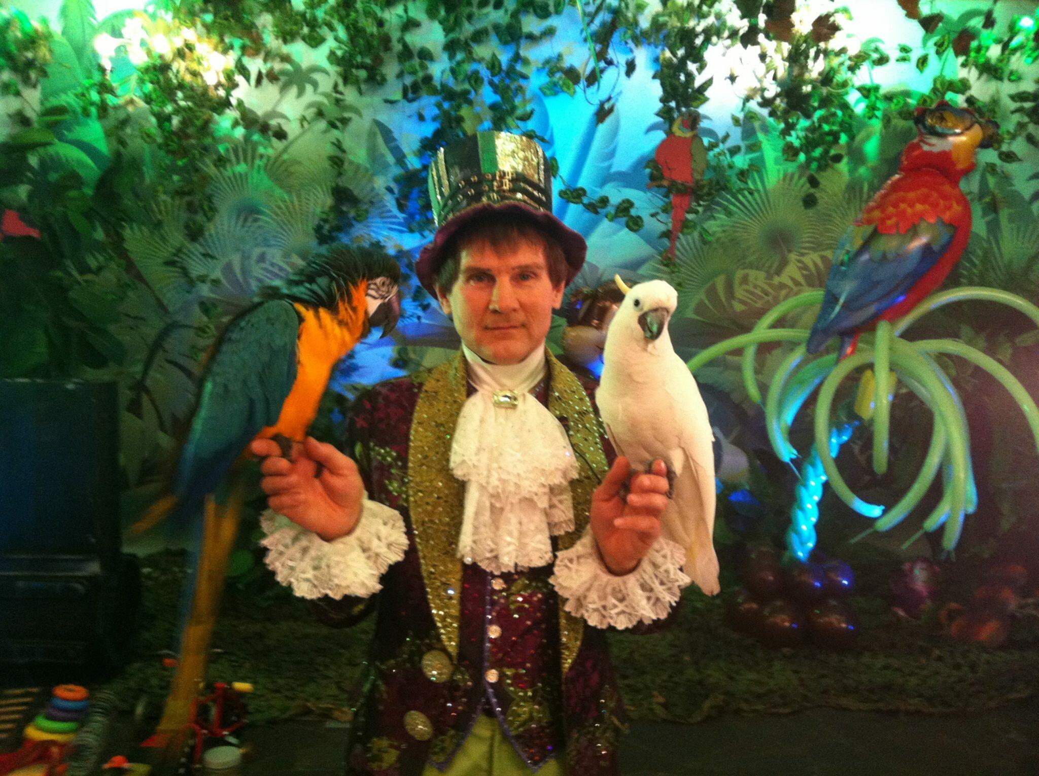 Шоу с Попугаями